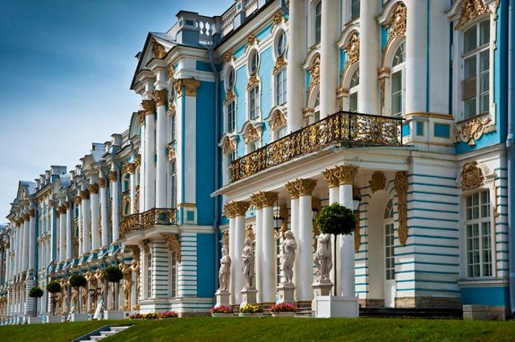 main-entrance-to-catherine-palace-in-tsarskoye-selo